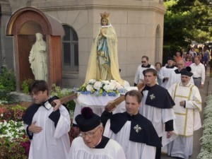 Procession of a statue of Mary